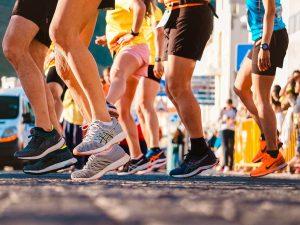 Trainen voor 10 km hardlopen vraagt een mix van snelheid en uithoudingsvermogen.