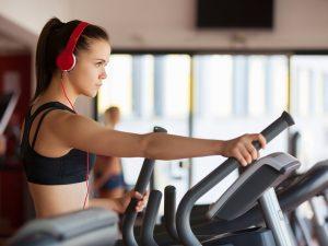 Fit met fitness: sterke spieren met crosstrainer